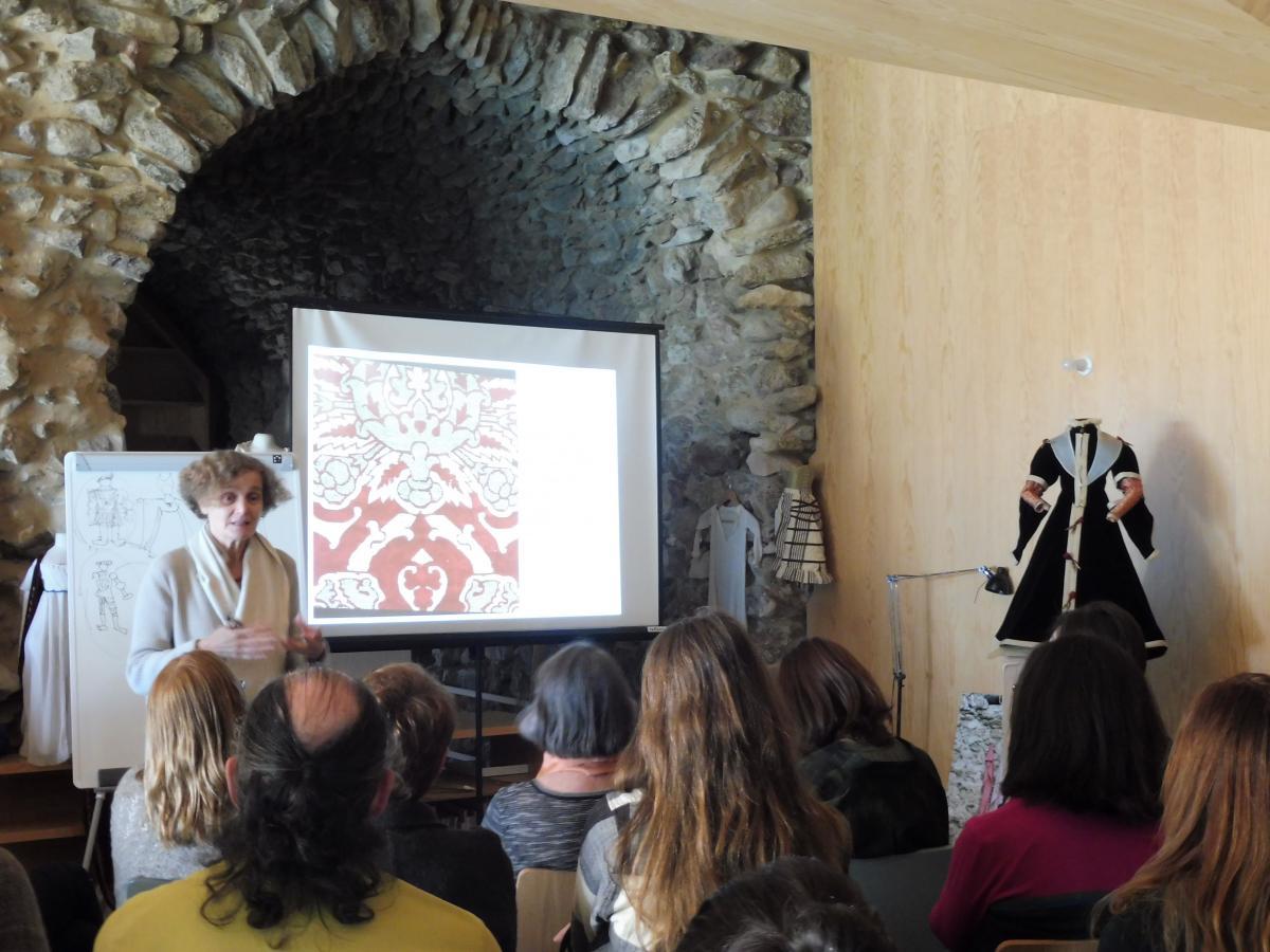 Un Recorrido Por El Vestido Y El Mueble Renacentista Curso  # Muebles Renacentistas